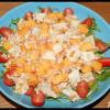 Salade roquette, chèvre, pêches jaunes